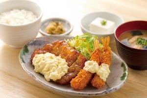 チキン南蛮とエビフライの定食